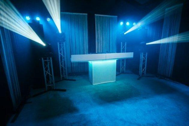 Bruiloft.DJ show ** (2 sterren)