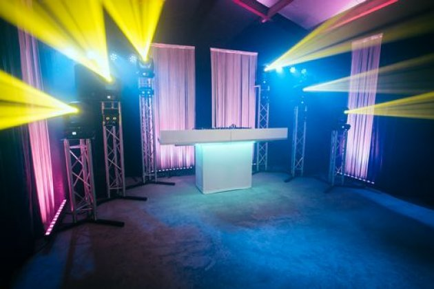 Bruiloft.DJ show *** (3 sterren)
