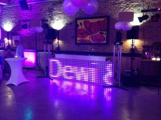 Bruiloft.DJ Extra LED DJ Booth Trouwlocatie Biesenhof Theater Geleen