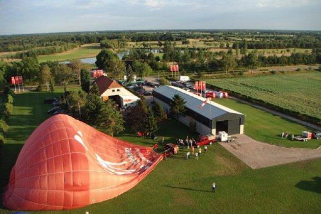 Bruiloft.DJ bij Trouwlocatie Sky Ballonvaarten Tilburg